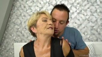 Mature Woman Malya Gets Lucky With An Insatiable Guy