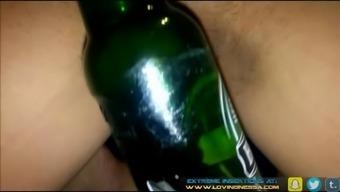 Amateur Lovingnessa Fucking A Huge Bottle