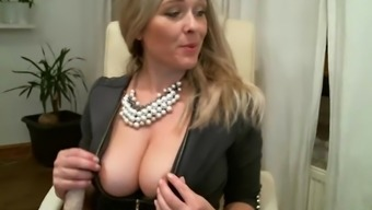 Hot Milf Plays With Every Hole For Cash