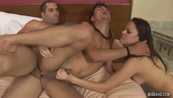 Natural Brunette And Her Bi-Sexual Bf Enjoy Super Steamy Mmf Threesome