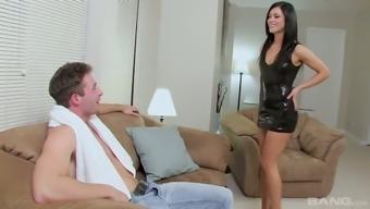 Ardent Leggy Alyssa Reece Demonstrates Dude How Good She Is In Sex
