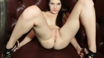 Spicy Hot Babe With Angelic Eyes Flaunts Her Naked Body Like A Boss