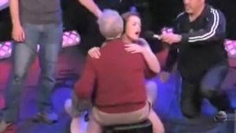 Girl Ejaculates On The Sybian During Howard Stern Show