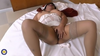 Chubby Latina Mommy Plays With Her Pink Cunt All Alone In Bed