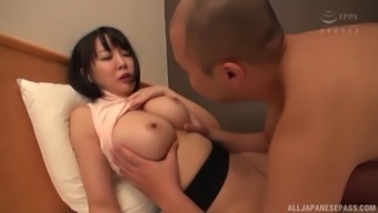Hanyuu Arisa Craves For A Nasty Fuck With A Handsome Stranger