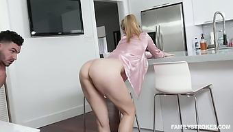 Dude Can'T Resits Fucking Slutty Stepmom In Pajama Addie Andrews