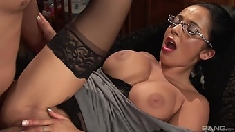 Office Lady Romana Ryder Enjoys Having Sex With Her Assistant