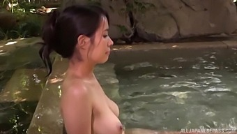 Stunning Maki Kyouko Swims Naked And Pleasures A Very Lucky Guy