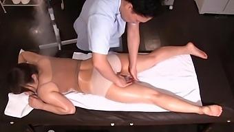 Horny Japanese Babe Mizusawa Riko Gets Fingered During Massage