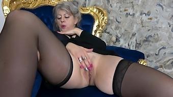 Video Of Solo Mature Pleasuring Her Orgasmic Fuck Hole. Hd