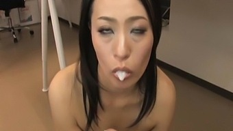 Cum In Mouth Ending After Mmf Threesome With Mai Mizusawa In Office