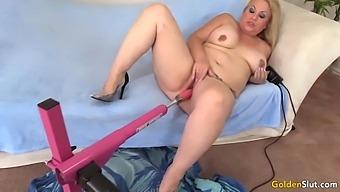 Fucking Machine Makes Juicy Mature Blonde Summer Orgasm
