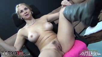 Large Breasted Blonde Cougar Sarah Vandella Has Got A Ability To Complicated The Flesh Of Animals