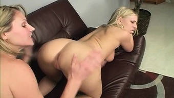 Bi Nice Girls Samantha And Britney Go For The Pussy And Do Sixty-Nine