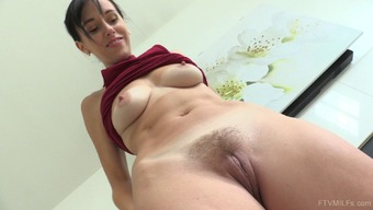 Beautiful Savannah May Spread Her Both Legs For Getting A Great Masturbation Workout