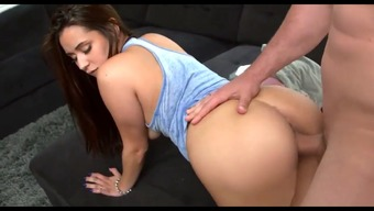 Colombian Maid Evie Olson Gets Her Pussy Cleansed