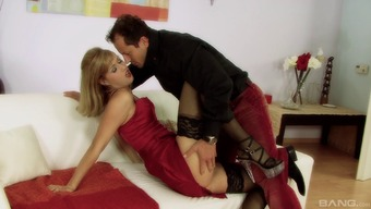 Sarah Ivory Take Pleasure In The Complicated Very Long Junk Digging Her Restricted Pussy Around.