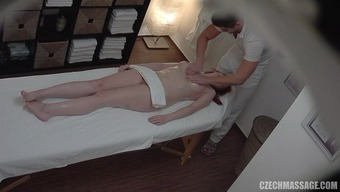 He Did Her Realistic Good Pussy Rubdown Using His Cock
