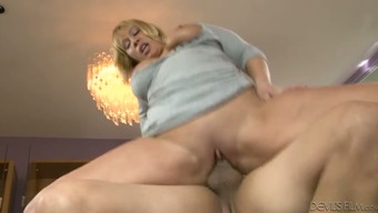 Lecherous Mum Gets Drilled In The Living Area By Her New Companion