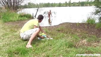 He Catches A Female Thin Dipping And Fucks Her Complicated