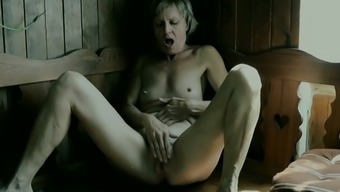 Mature Female Vendi Acts With The Pussy In The Sauna