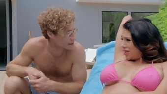 Pool Cleaner Wants To Bang Pussy Of Bewitching Boss' Wife